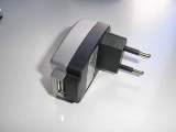 Cargador Red a USB 1A blanco - Di Adios a los pesados cargadores de Red Usb de Pdas, Portatiles, Mp3s Cargue su dispositivo en cualquier lugar de forma cómoda y segura